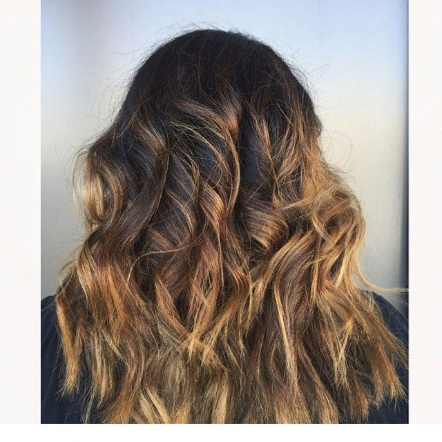 Another beautiful color by Jill! This client came in with all over dark hair (her root color) and really wanted lighter ends. With the help of @olaplex we were able to achieve this gorgeous ombre without her hair feeling damaged from the bleach. Her hair is healthy and strong, which was exactly what she wanted  #ombre #sombre #balayage #hairmelt #haircolour #hairstyles #hairstylist #beachwaves #curls #summerhair #olaplex #utahhair #utahstylist #provohair #oremhair #seasonssalonanddayspa…