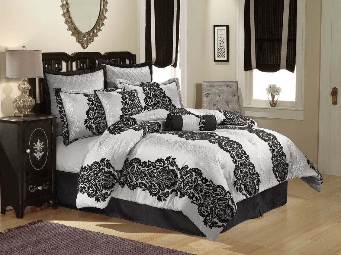 JC Penney Black and Silver Lace bedding (Dengan gambar)