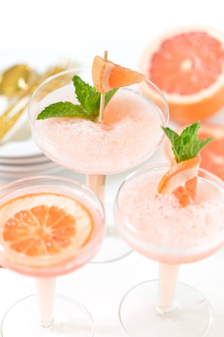 Frozen Rosé Grapefruit Cocktail #grapefruitcocktail Frozen Rosé Grapefruit Cocktail | SO delicious, my favorite cocktail! Pizzazzerie.com #grapefruitcocktail