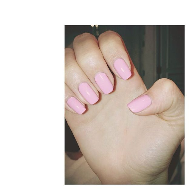 Bubble Gum Nail Art: Kendall Jenner Bubble Gum Nails