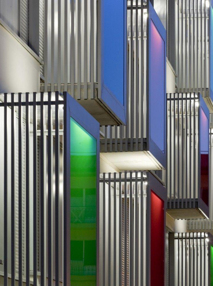 90 Viviendas de Protección Oficial / AH Arquitectos (Awesome Facade)