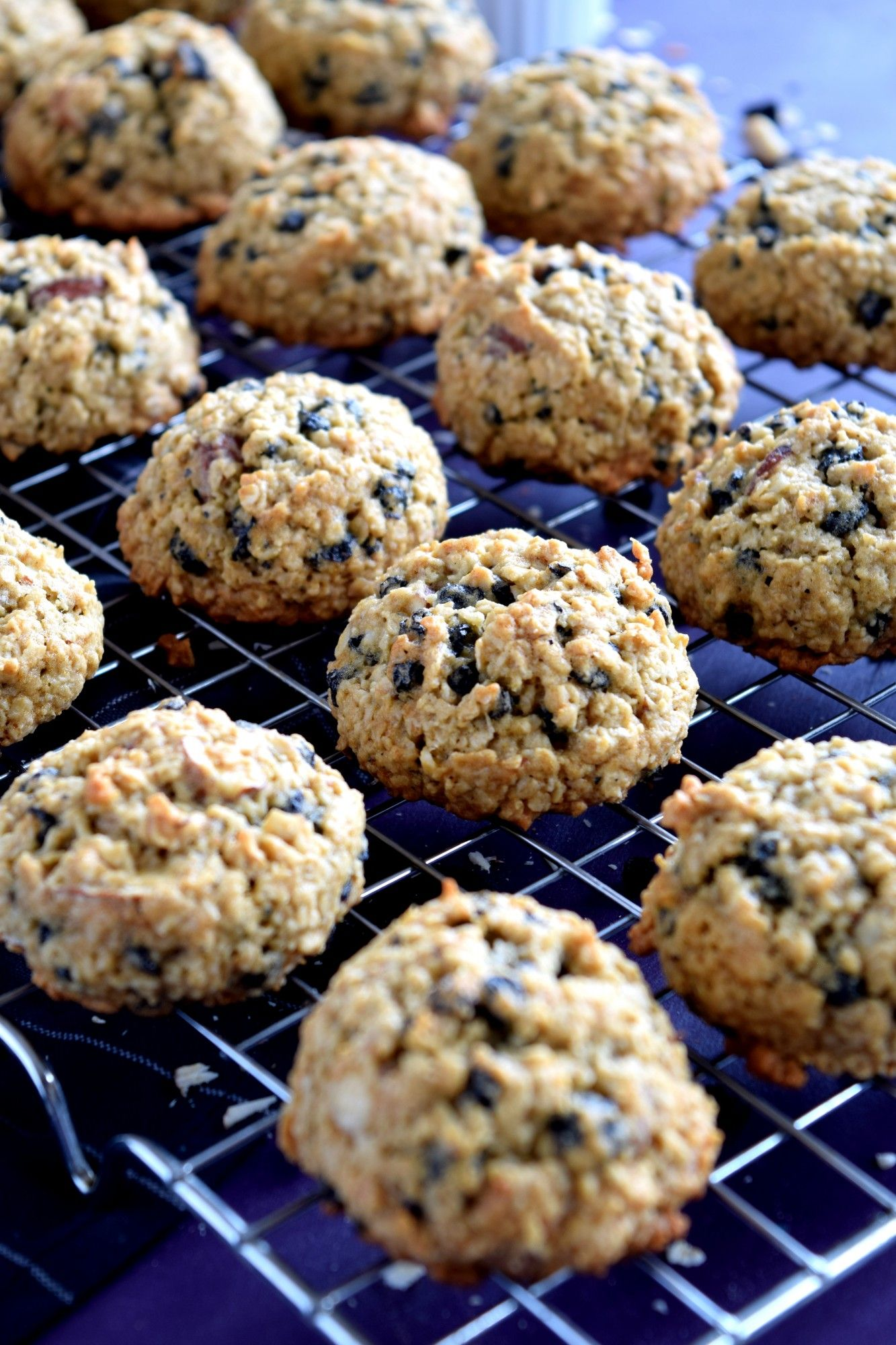 Blueberry Almond Oatmeal Cookies Are My Newest Obsession Super Tasty Super Healthy And Super Deli Delicious Cookie Recipes Sour Cream Cookies Yummy Cookies