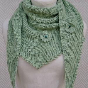 23e003caebd7 Châle , écharpe chèche vert amande en coton et soie , fleurs crochet  création  pièce