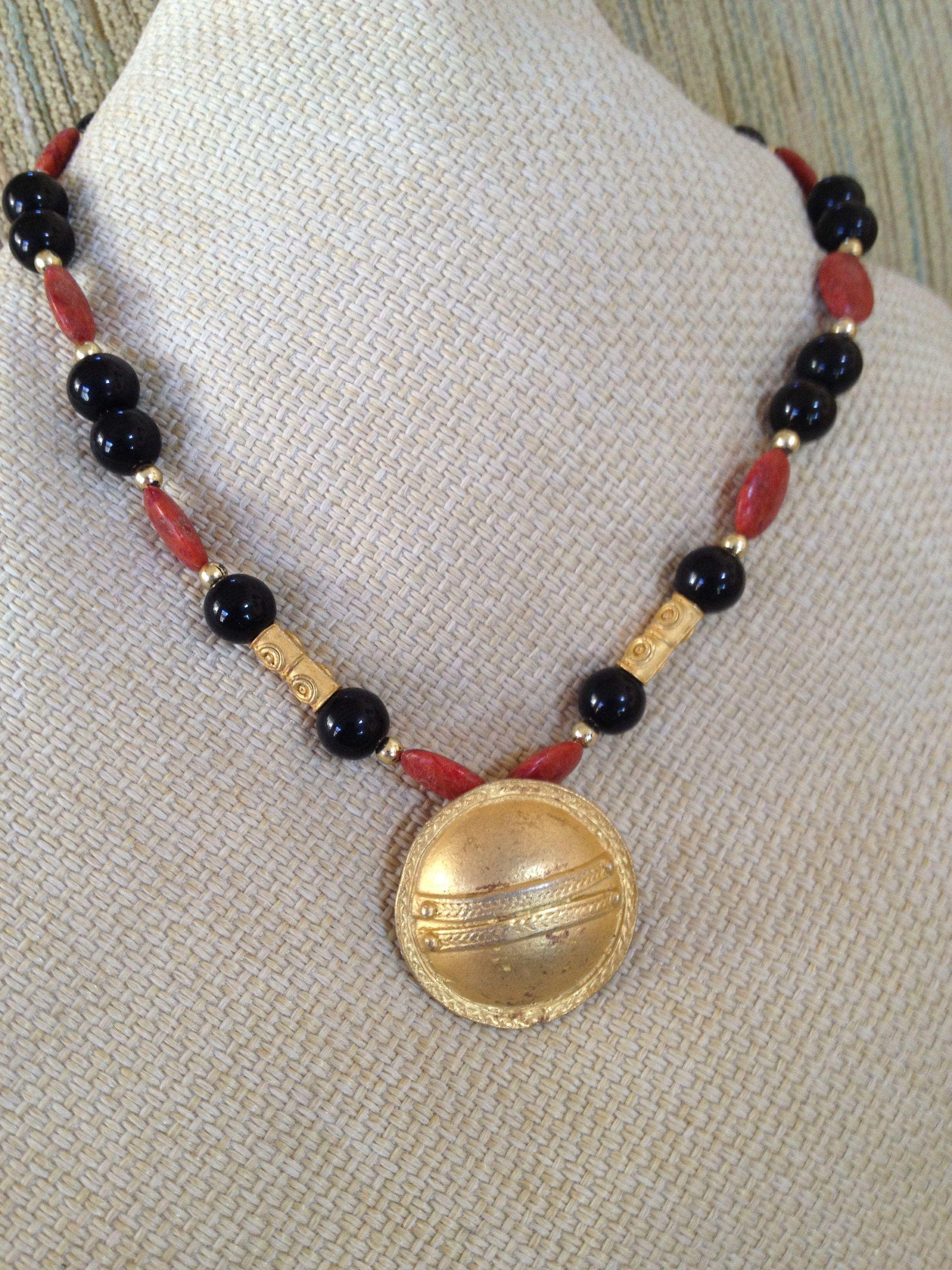 a45c2e6652dd Collar precolombino o étnico de ónix y coral