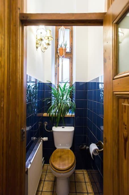 Kleines Gemütliches WC In Blau Weiß In Berlin Mitte #Badezimmer #klein #