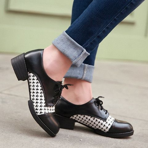 Preppy Style Women's Flat Shoes With Houndstooth and Lace-Up Design