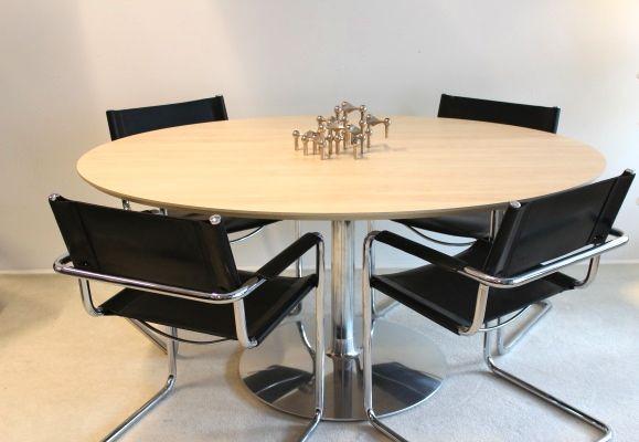 Artifort terp gestoffeerde tafel met eiken blad de projectinrichter