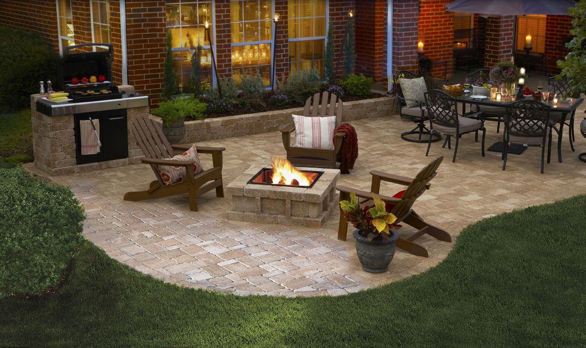 A pavestone rumblestone patio with all of the best party for Great small backyards