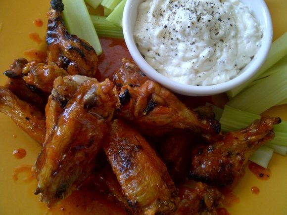 Crunchy Hot wings with Blue Cheese