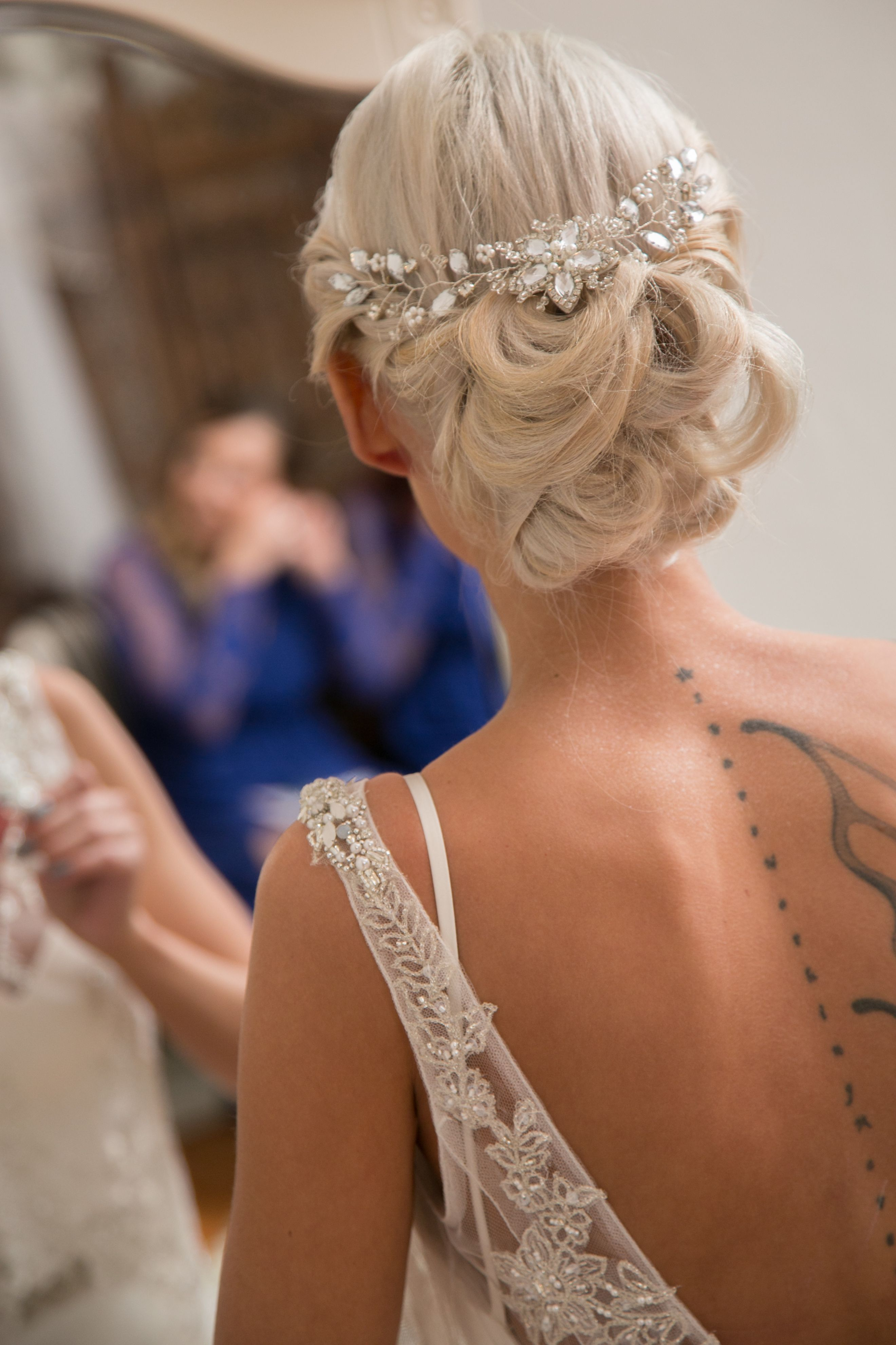The exquisite Alysha on her special day beautifully captured by Melanie Maré Photography. Alysha accessorized her chic bridal look with a custom made #KaryMDesigns diamanté, pearl, and rhinestone floral vine clip, perfectly complimenting her bridal upstyle #realbride #bridalaccessories #hairaccessories