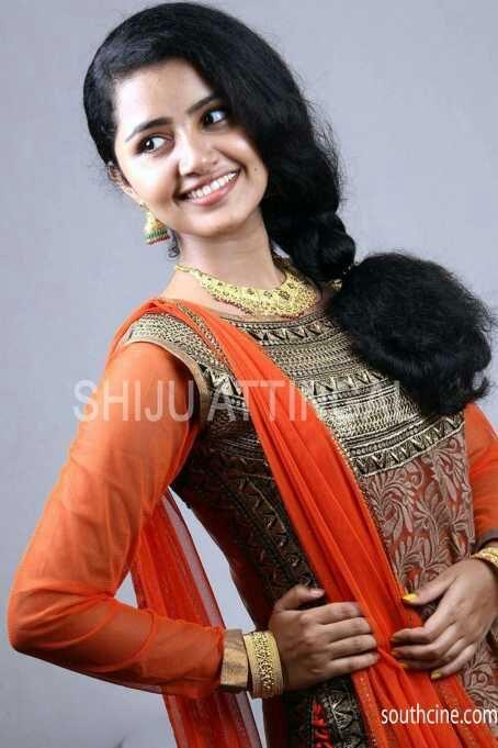 hot actresses pics: Anupama parameswaran actress hot pics