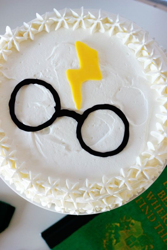 Simple Harry Potter Party Ideas Cream cake Harry potter and Cake