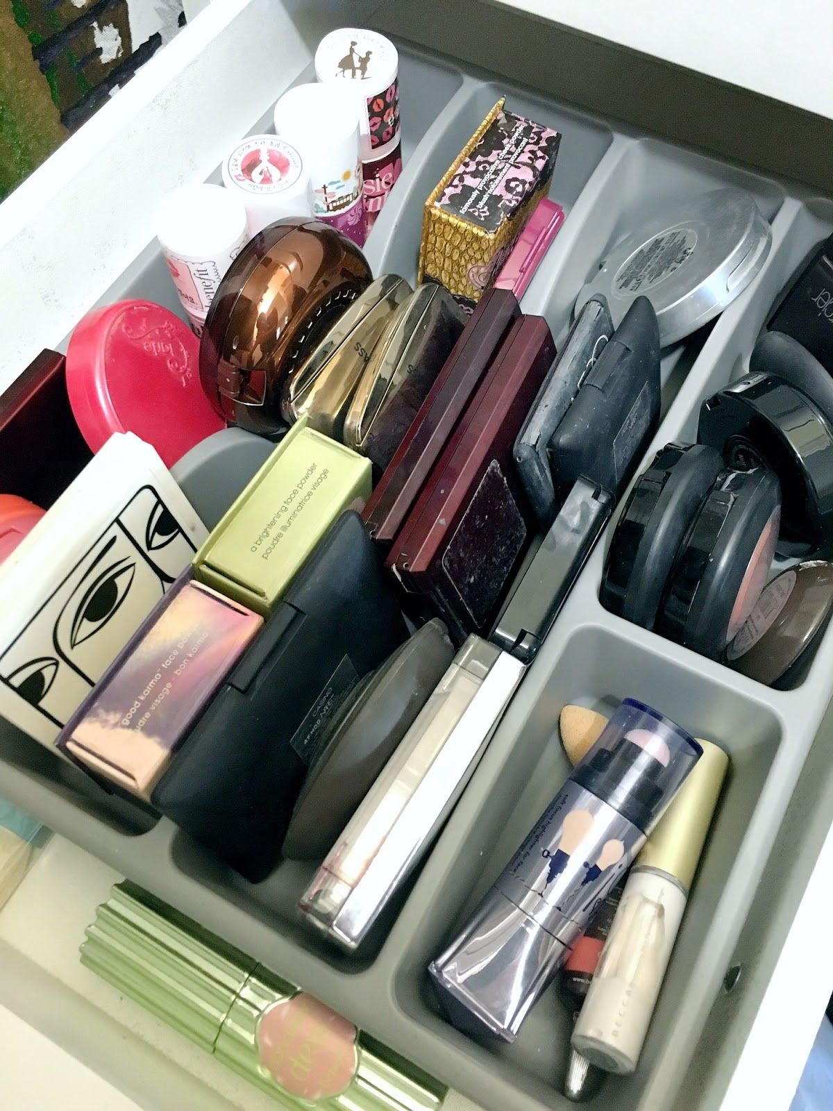Here are 10 tips to teach you how to declutter your makeup
