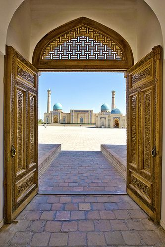 Madrasa gate, Tashkent / Uzbekistan