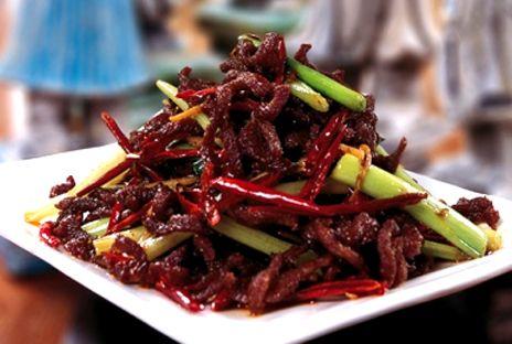 Stekta biffstrimlor i kinesiskt risvin | Recept från Köket.se