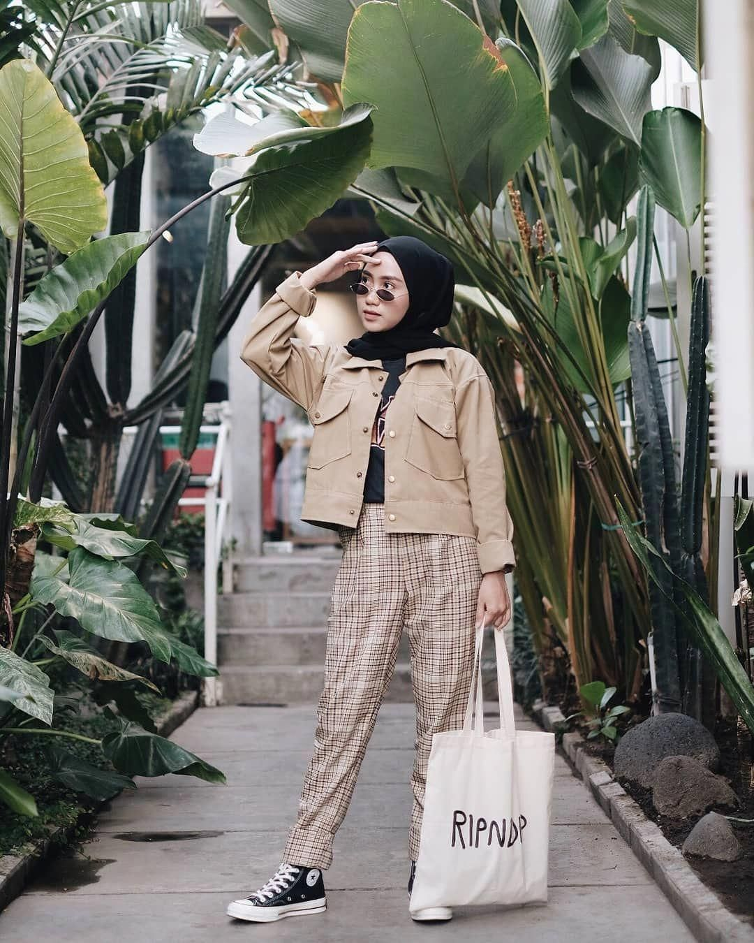 Trend Hijab Style Ootd 2018 Di Instagram Inspiration Hijab Style Outfit Of The Day Ootd 2018 Remaja Indonesia Hijab Casual Hijab Fashion Hijab Style Casual
