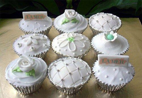Cupcakes Decorados Para Casamento #cupcake #cupcakes #cupcakesdecorados #cupcakesparacasamento #cupcakeideas #cupcakesdecoration #cupcakesdesign #cursodecupcake #cupcakedecasamento