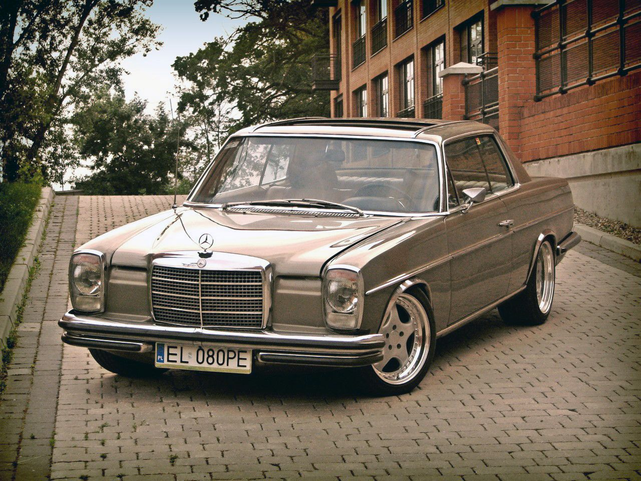 Mercedes Benz W114 Coupe With Images Mercedes Benz Old