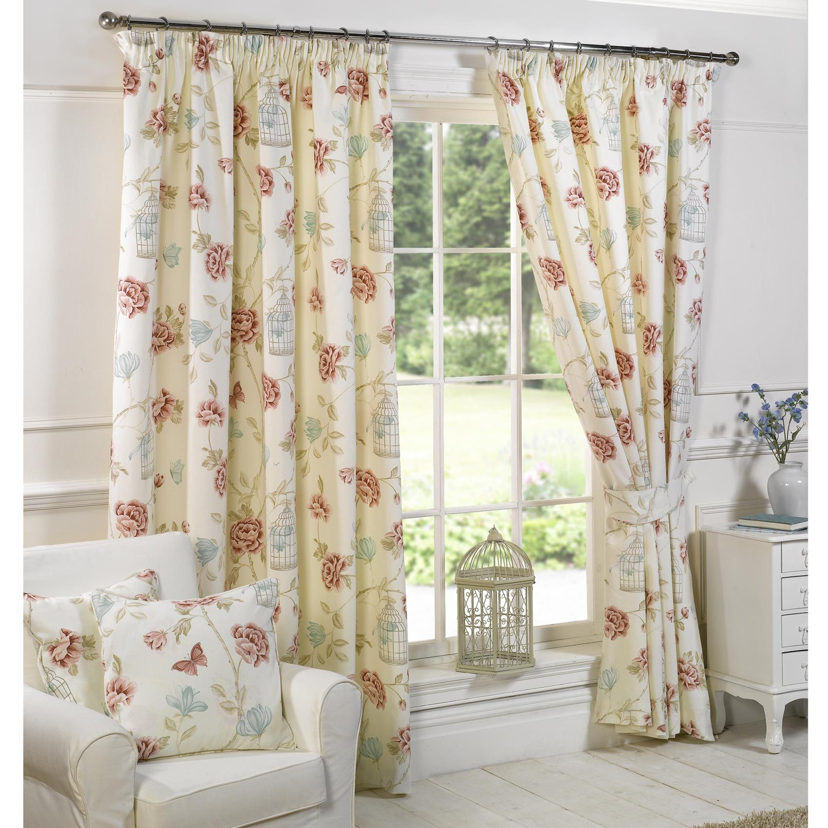 Vintage Curtains For Your Exclusive Home Interior Goodworksfurniture In 2020 Shabby Chic Curtains Retro Curtains Bedroom Vintage #shabby #chic #living #room #curtains