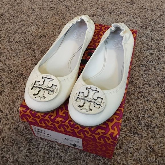 *$5 off* Genuine Tory Burch Flats -never worn! Genuine Tory Burch leather flats. *Lowered pricing*. This pair is like new! Pristine condition! The only time I have worn them was in my home. Again, they are in excellent condition--very much like new. Zero scuffs or discoloration. Color is Almond. Size is US 9.5. Includes Tory Burch box (though not original with the shoe). Tory Burch Shoes Flats & Loafers