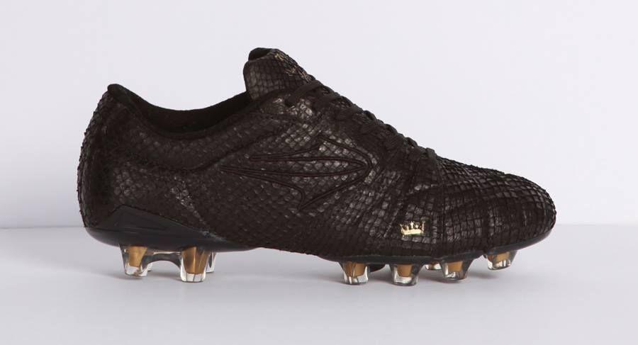 4a777c8d9cf9e Topper shoes at SPFW - by Oskar Metsavaht #futebol #chuteira #desfile  #esporte #osklen #spfw #sp #fashionweek #soccer #football #shoe #sport  #oskar # ...