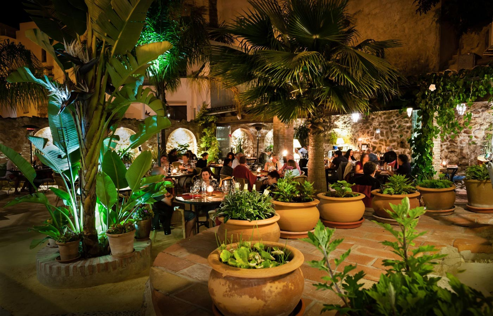El Jardín Del Califa in 2020 Open dining room, Exterior