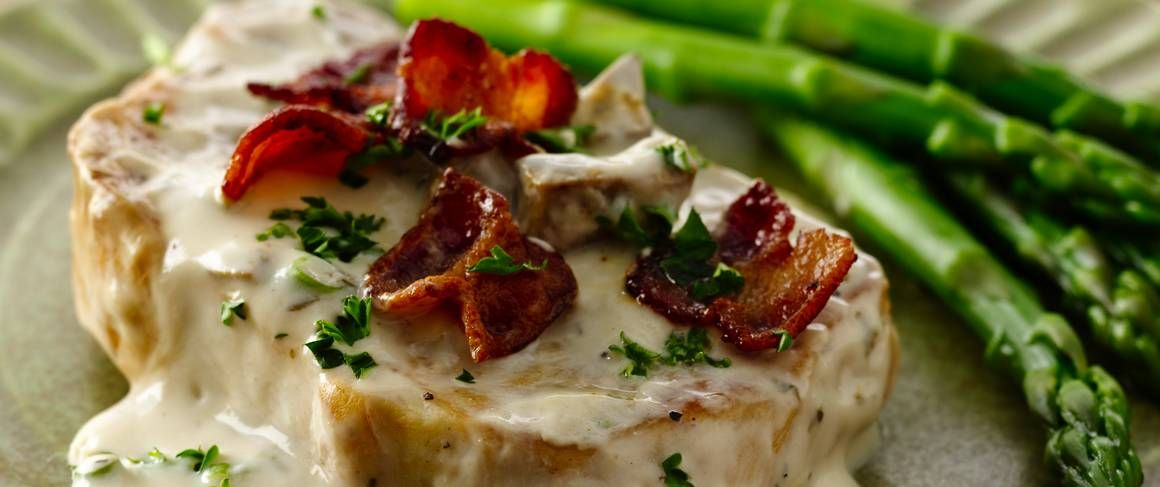 "Smothered pork chops have met their match! Bacon, sour cream and Progresso® Vegetable Classics creamy mushroom soup make a ""smothering-good"" rich and creamy sauce."