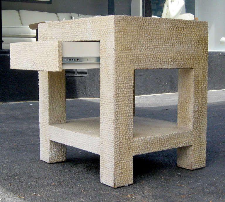 Unusual Pair of Textured Wood Side Tables Antigüedades, Muebles y