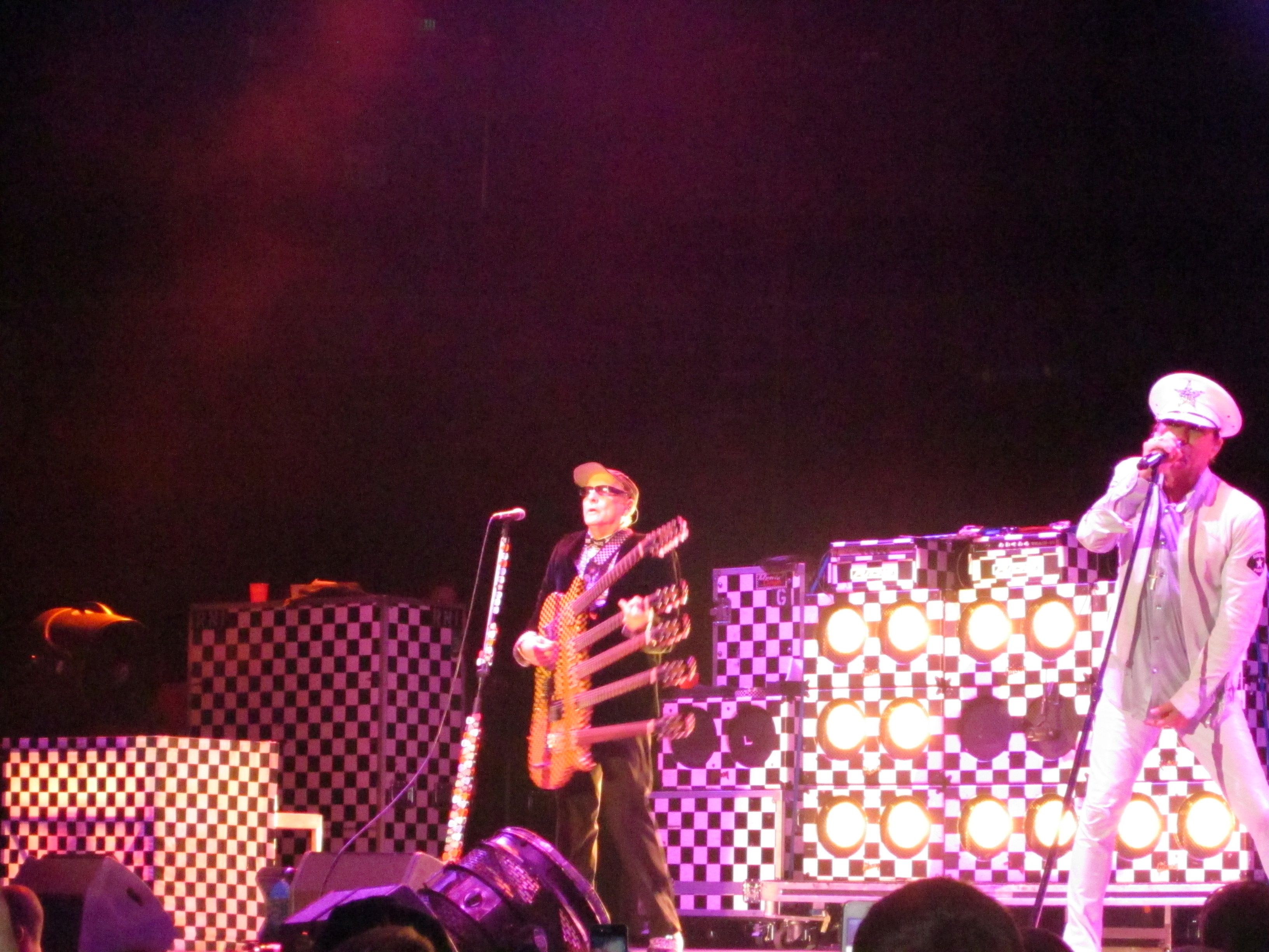 Cheap Trick opened the show in Oakland 8/4/12