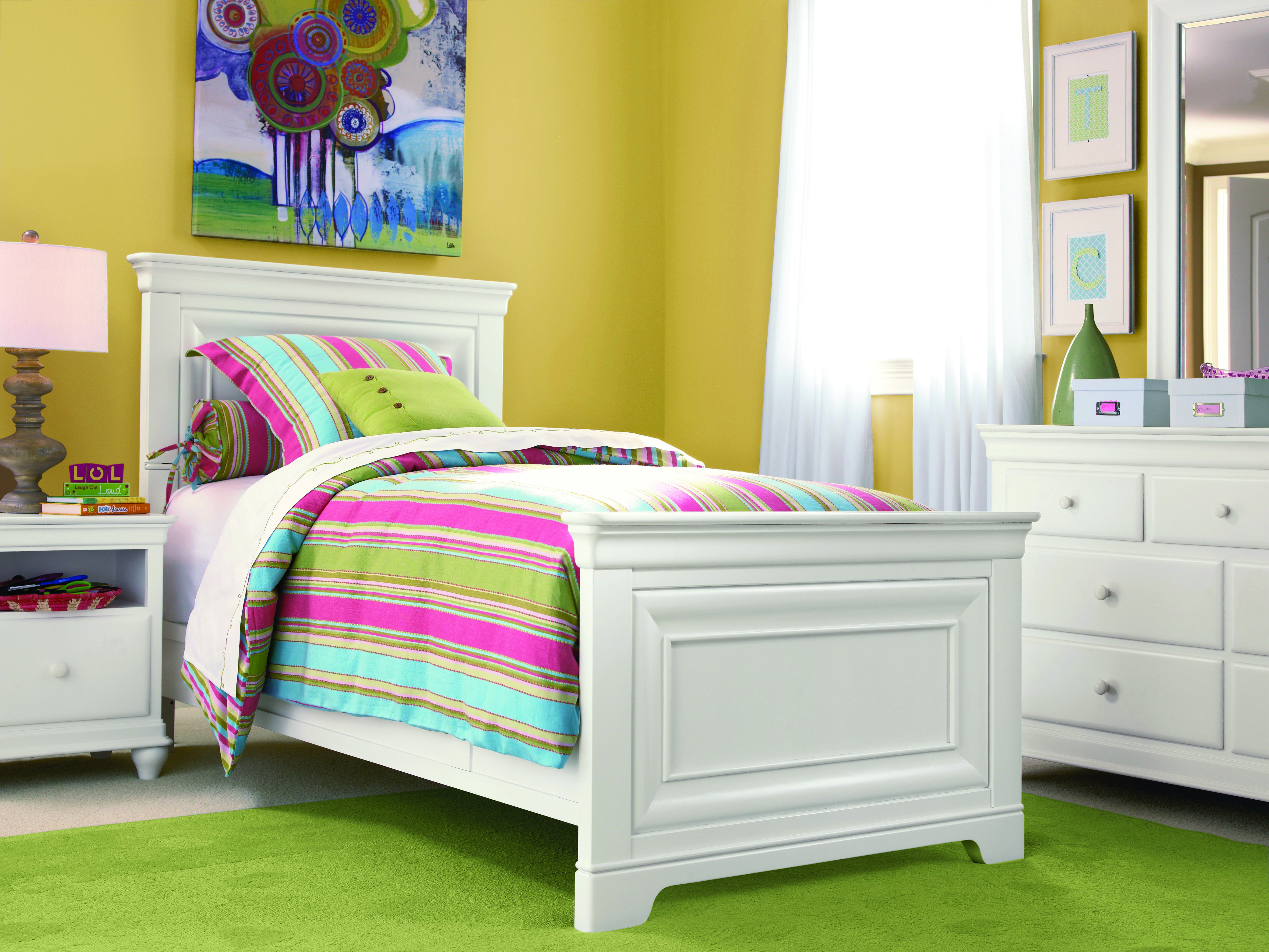 Universal Classics 4.0 Twin Panel Bed White paneling