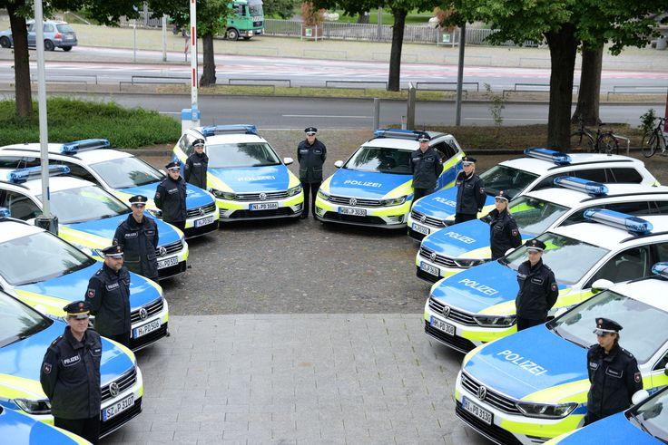 12 Volkswagen Passat Gte Fur Die Polizei Niedersachsen Polizei Polizeiwagen Sondereinsatzkrafte