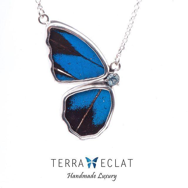 سلسال من أجنحة الفراشات الحقيقية بابيليو يوليسيس بتصميم على شكل نصف فراشة جناحين Real Butterfly Wings Jewelry Art Unique Gemstones
