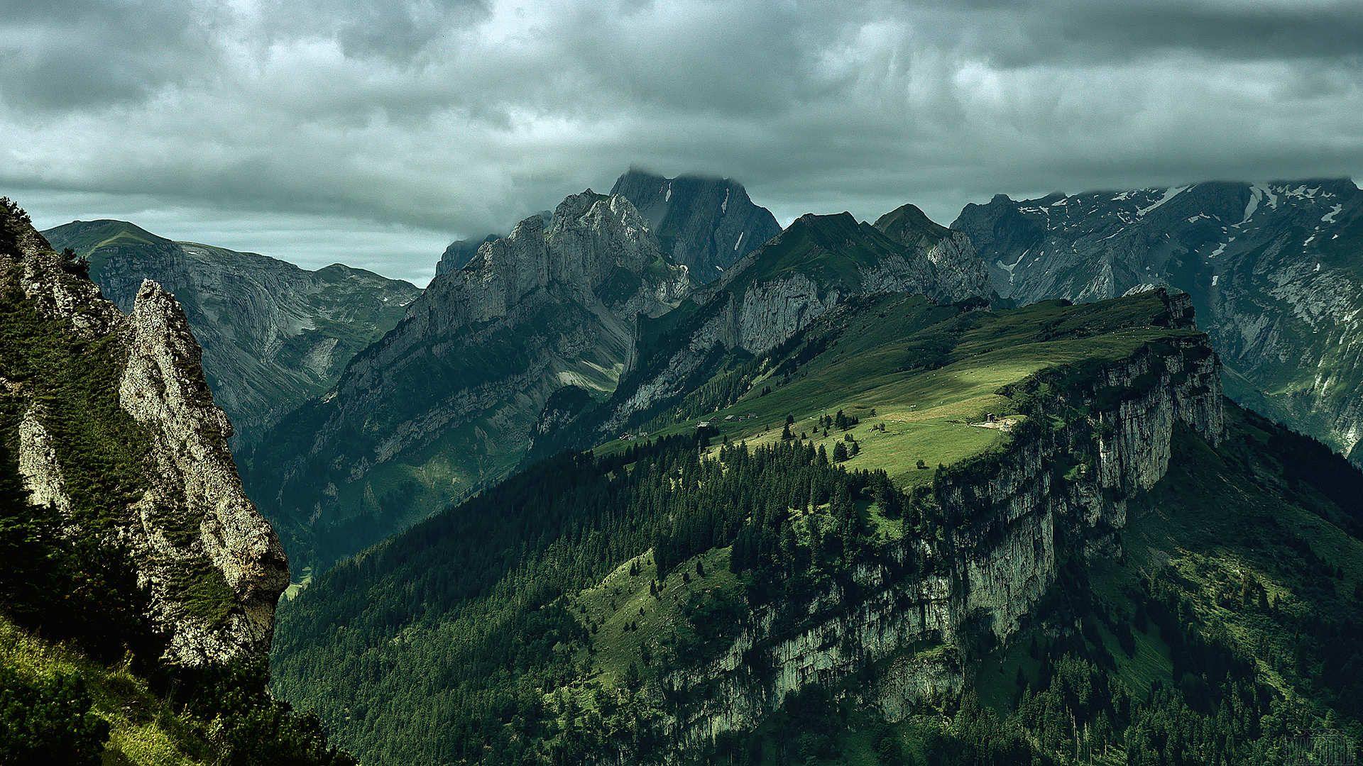 Sommets de montagnes spectaculaires.