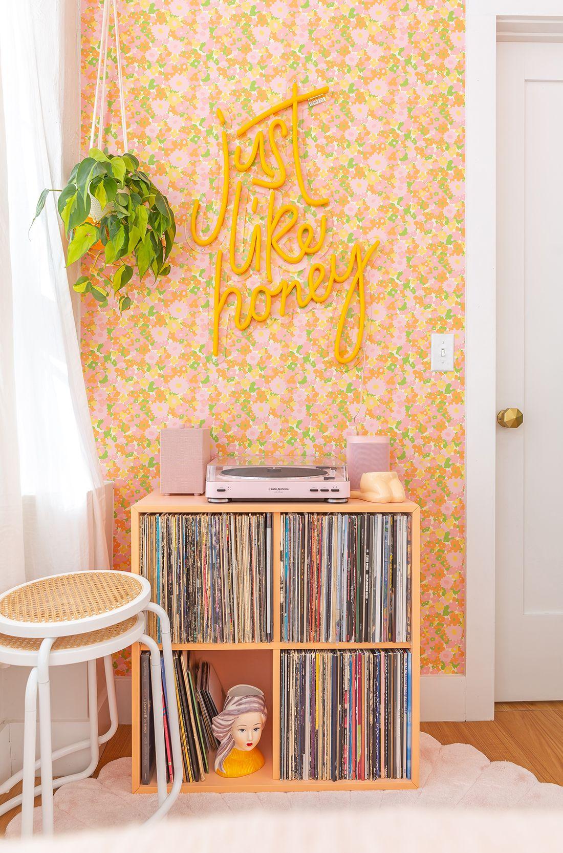 #Awwpartment: Retro Bedroom Reveal!