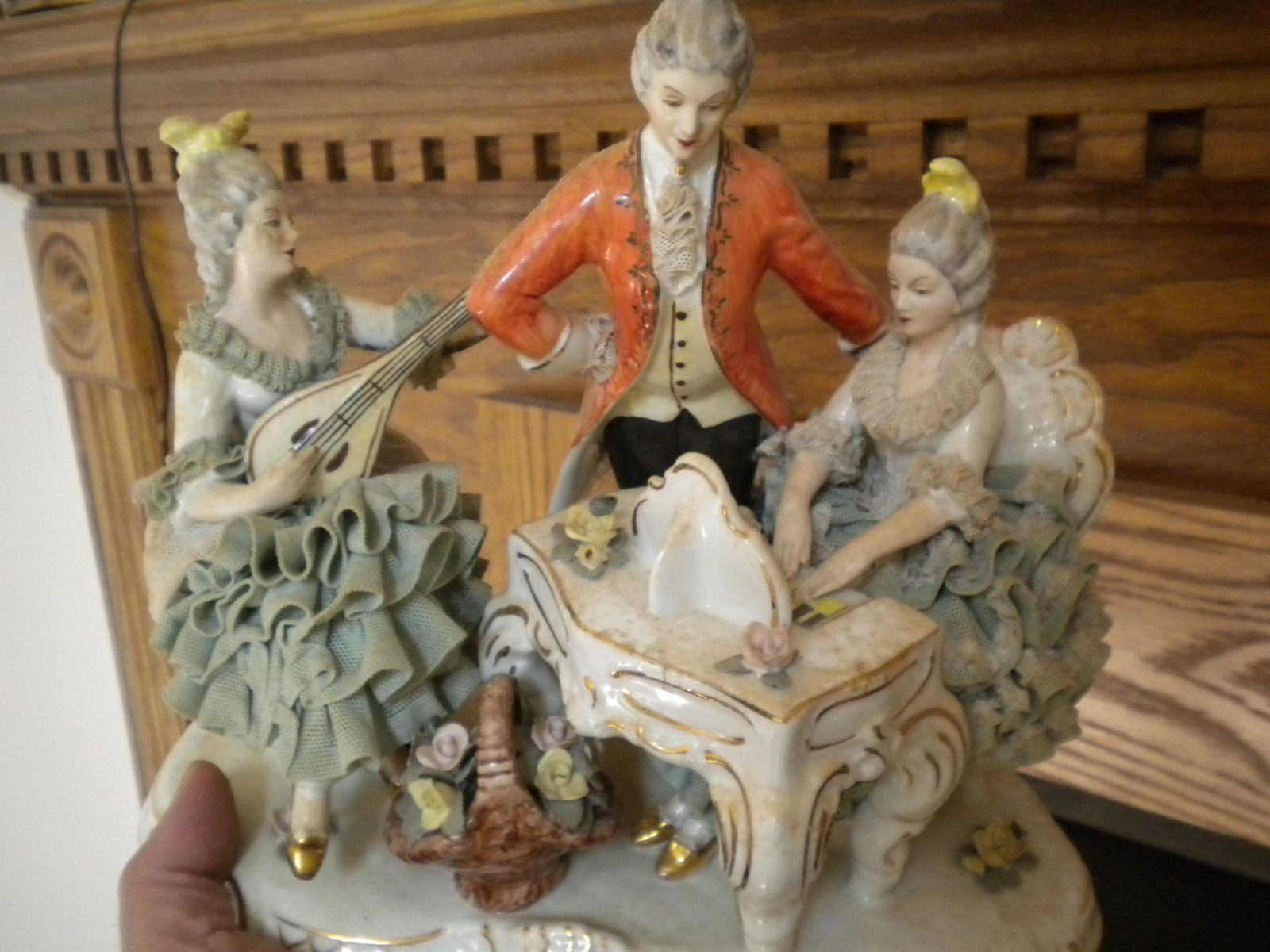 Dresden Lace ladies and a gentleman | Dresden, Porselein