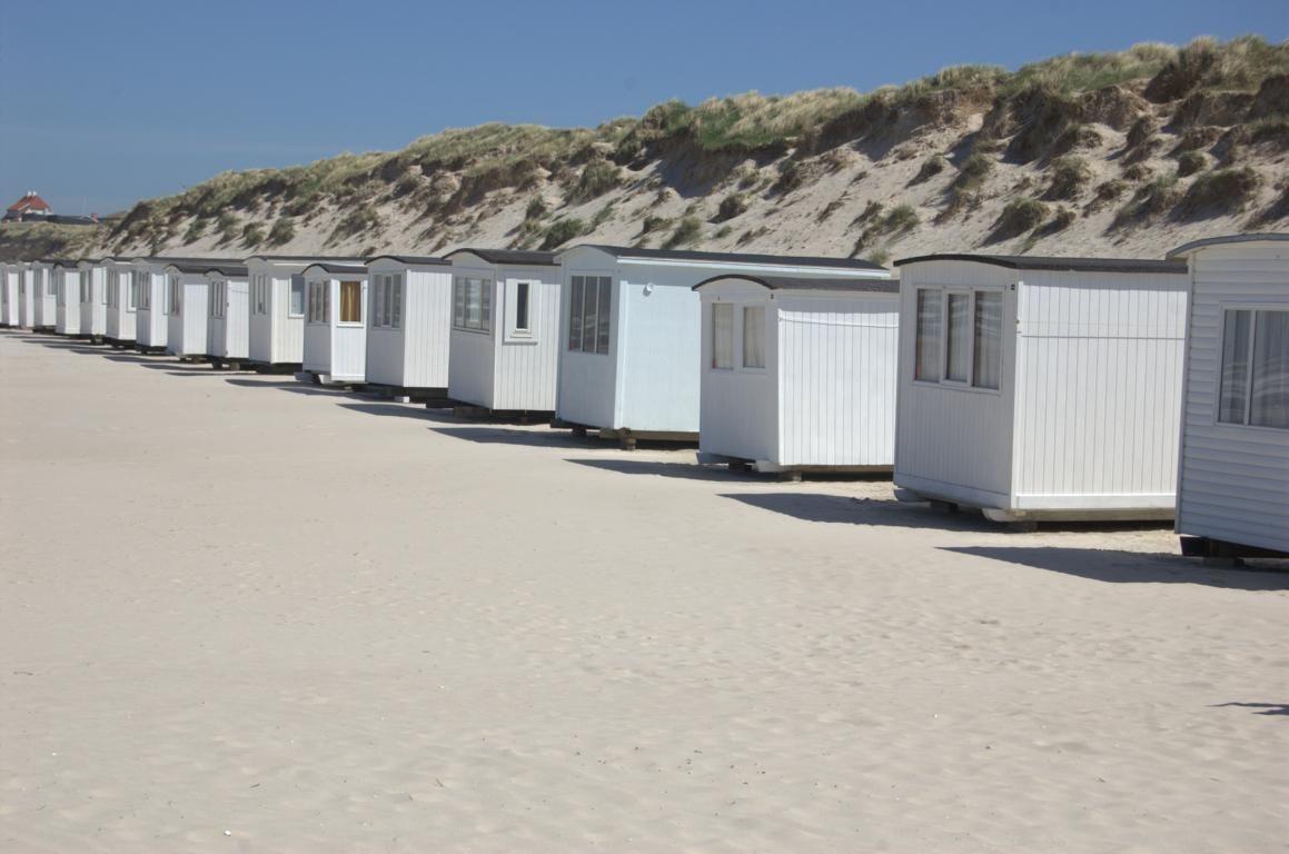 Ein charakteristische Zeichen von Lökken sind die weißen Badehütten, die wie Perlen an der Schnur in den Sommermonaten am Strand aufgestellt sind.