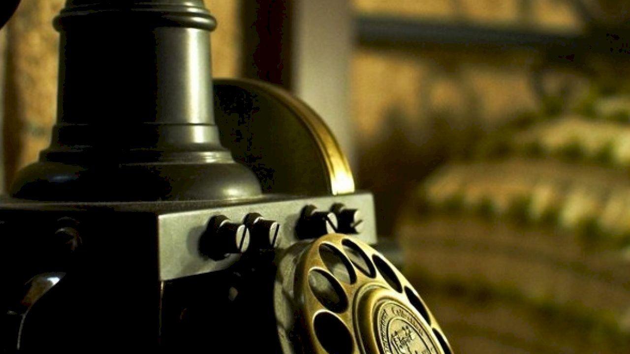 كيفية اختراع الهاتف Perfume Bottles Perfume Bottle