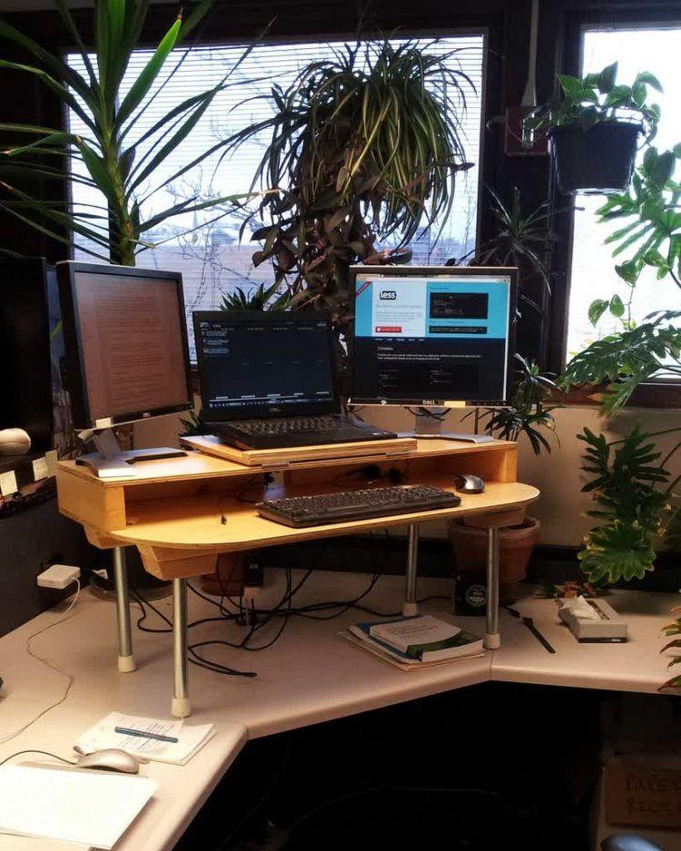 corner diy build your own stand up desk with wooden. Black Bedroom Furniture Sets. Home Design Ideas