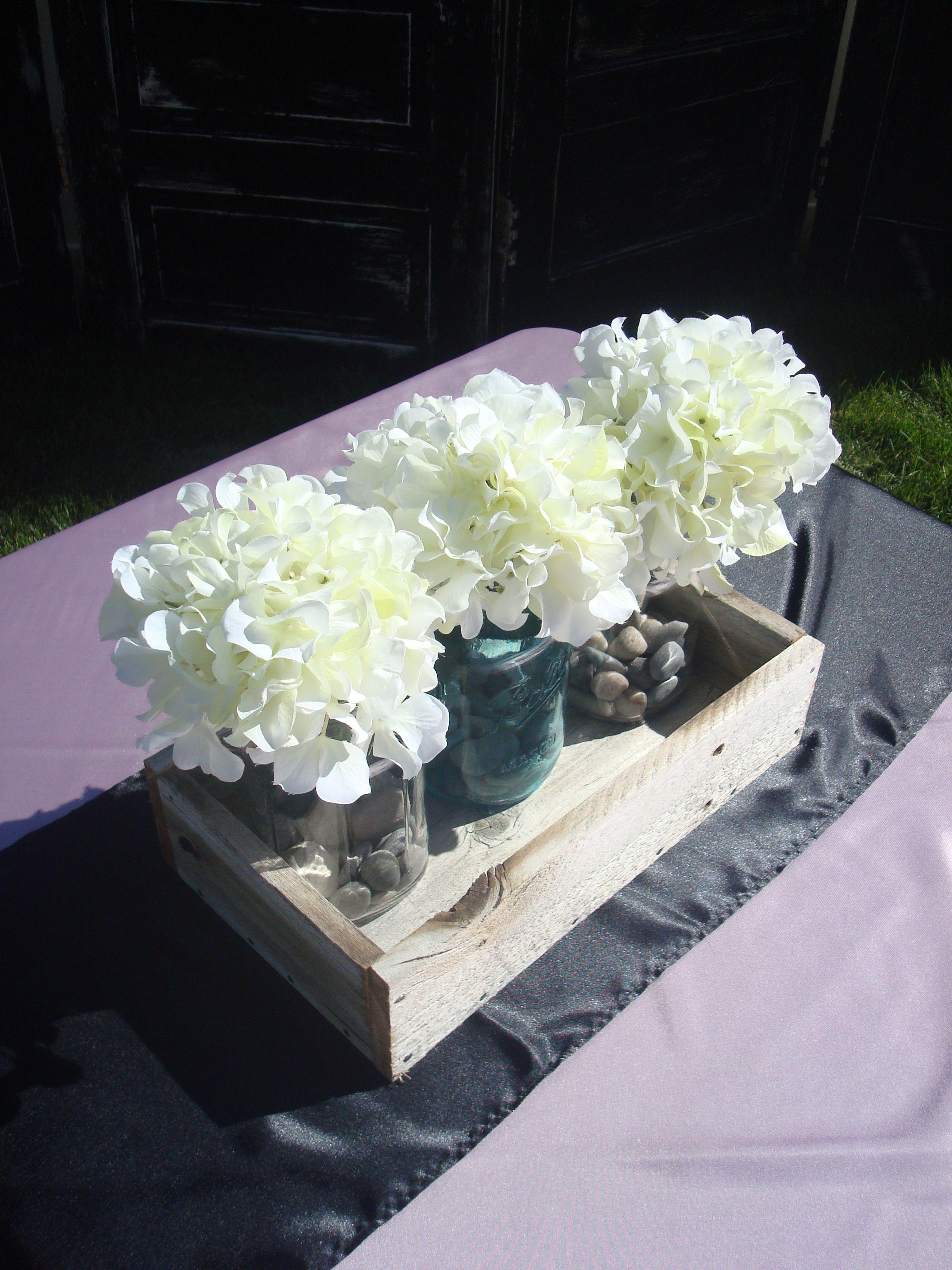 Cute, Easy Diy Centerpieces Love The Jars, Hydrangeas (Cheap