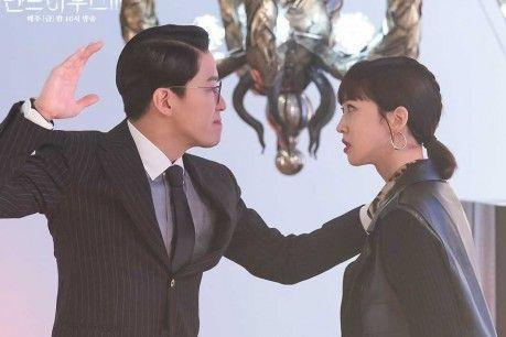 'Penthouse 3' Teaser Features Intense Confrontation Between Han Ji Hyun and Uhm Ki Joon + Lee Ji Ah Hints at Secret Alliance with Shin Eun Kyung