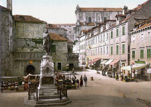 Gundulic Monument In Dubrovnik Croatia 1900 Via Cosmogyros Dubrovnik Old Town Croatia Dubrovnik