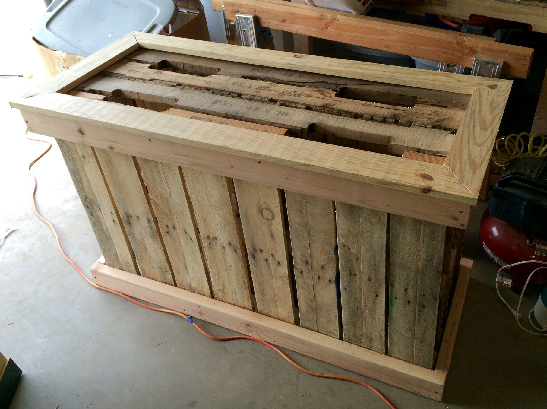 Pallet fish tank stand for 75 gallon pinterest dids for Fish tank table stand