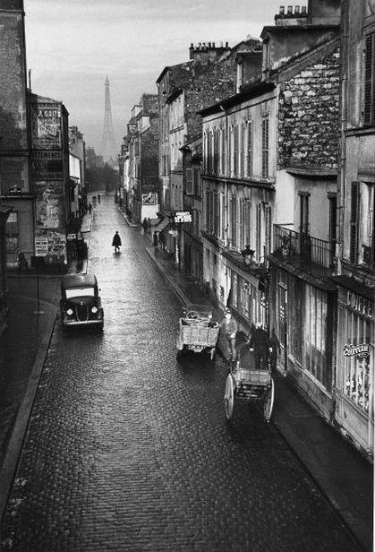 André Kertész. Paris 1932 La rue du Château