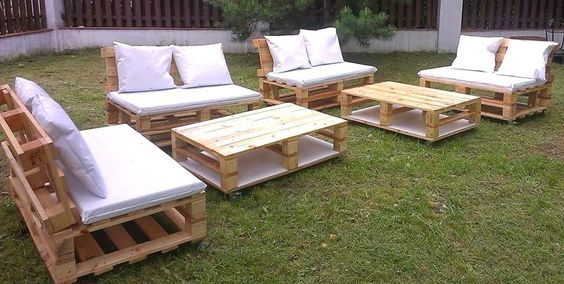 20 mod les de salons de jardin fabriqu s en bois de palettes bricolage pallets garden for Mobilier de jardin en bois