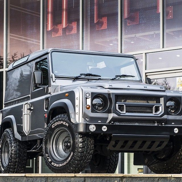 Land Rover Defender By The Chelsea Truck Company Retro Edition By Kahn Design Vehiculos 4x4 Vehiculos