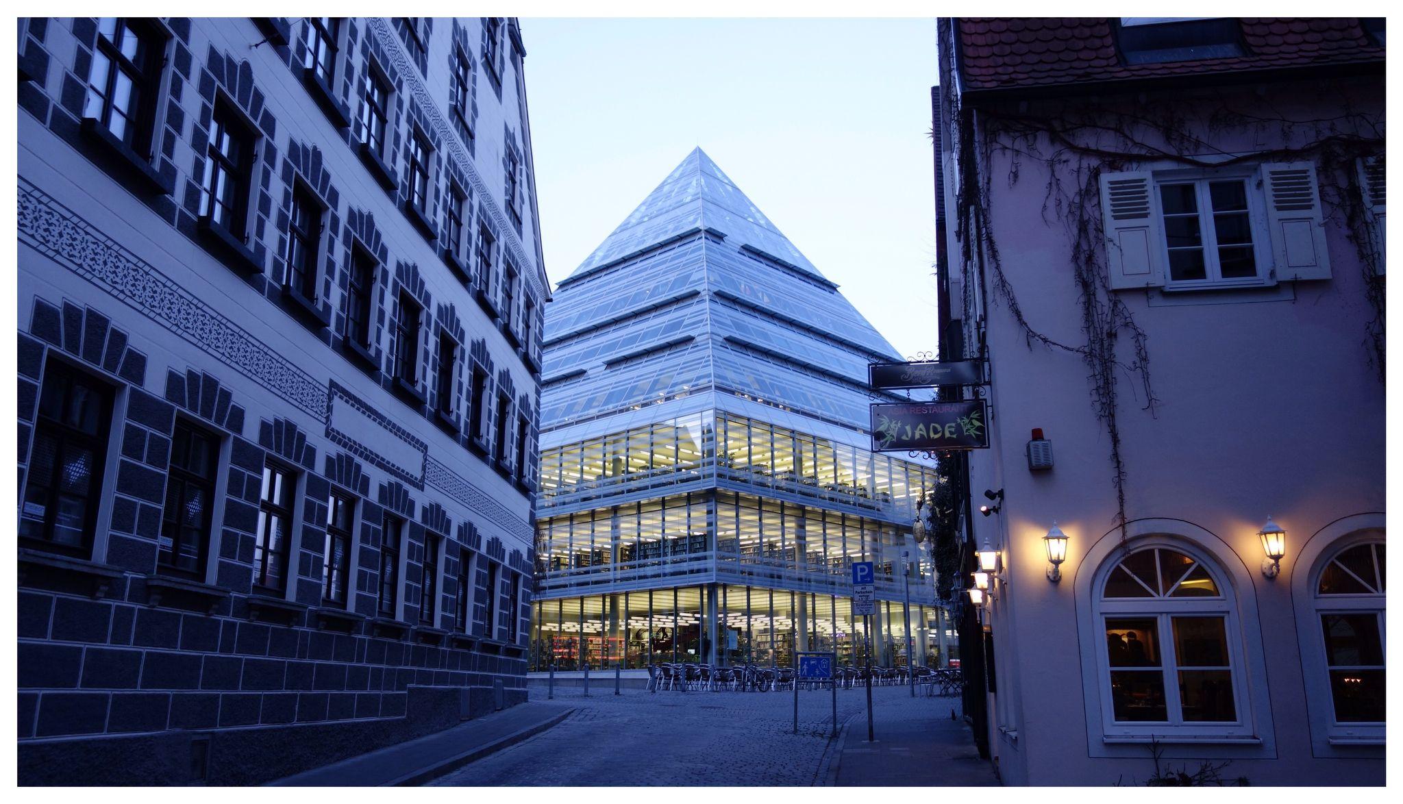 Je oller, je doller...Die neue Bibliothek der Stadt Ulm, eröffnet 2004. Architekt: Gottfried Böhm, Köln...