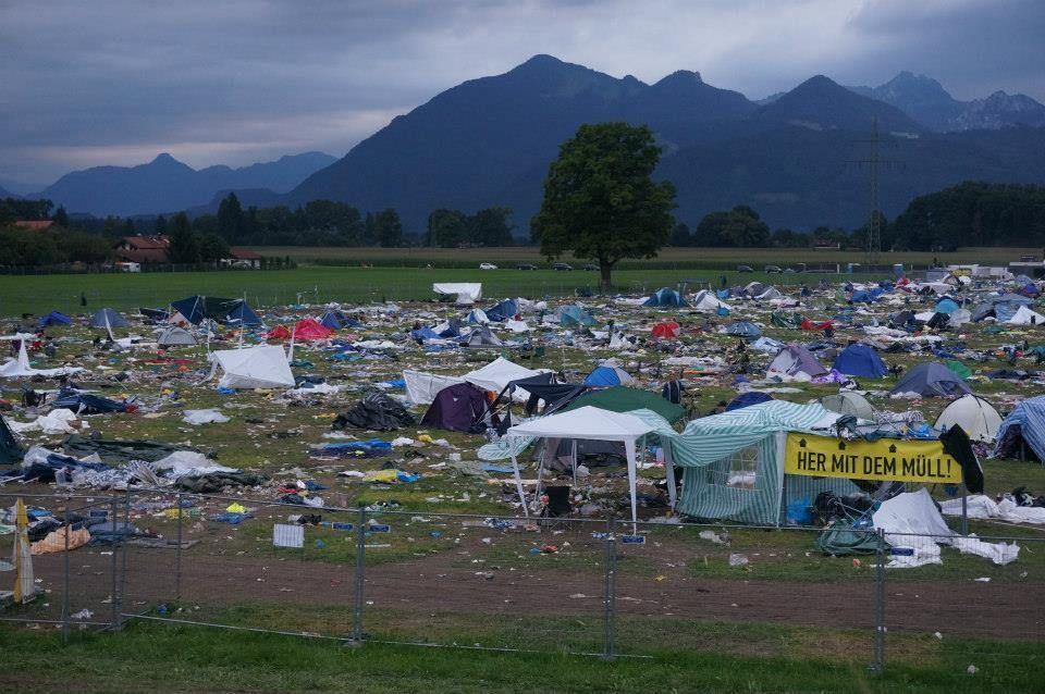 Schlachtfeld – Der Campinglatz des Chiemsee Summer Festivals am Tag danach | Testspiel.de