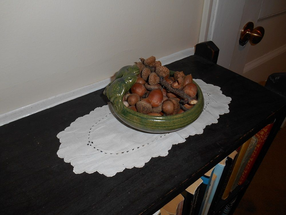 The green frog bowl with acorns.