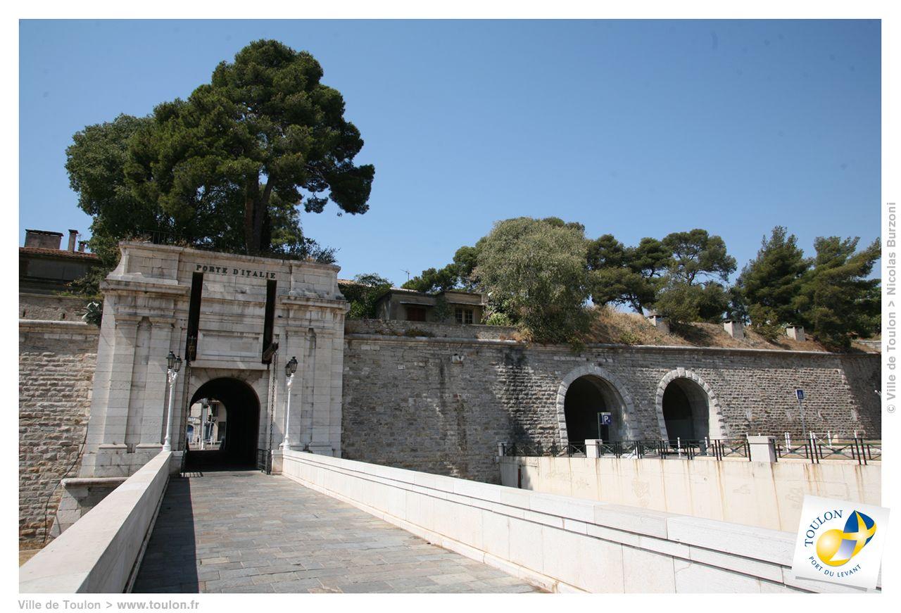 Les portes d'Italie , côté est...Par cette porte , Bonaparte est parti en campagne avec son armée d'Italie ...