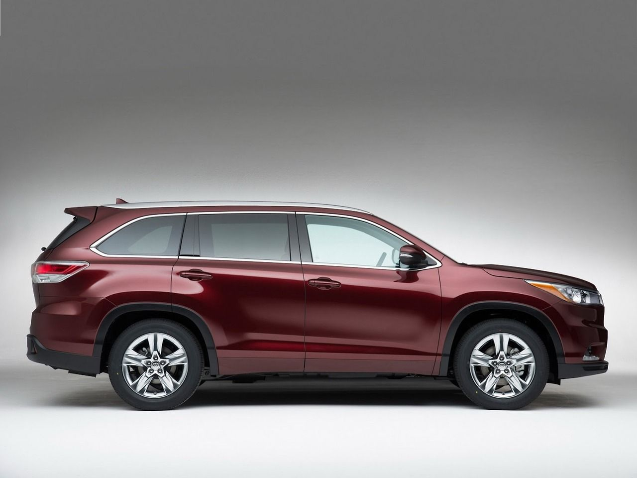 2014 Toyota Highlander 7 Seater Crossover At Cars And Trucks